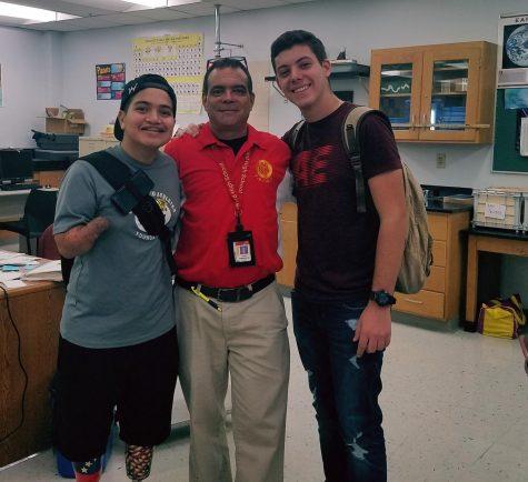 Frankie Mejia a la izquierda, Otto Rodriguez en el medio, y Dariel Diaz a la derecha.